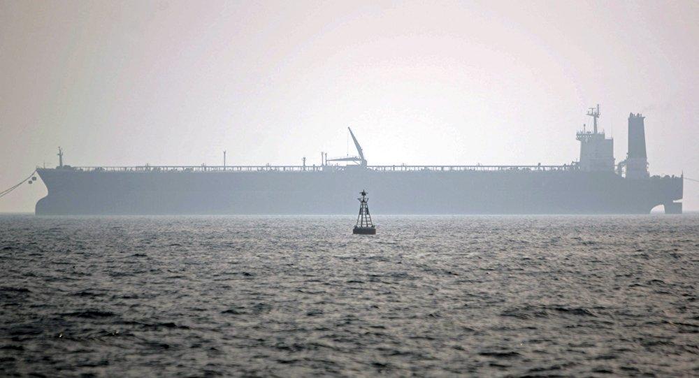 Нефтяной танкер, фото из архива