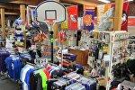 Магазин спортивных товаров. Архивное фото