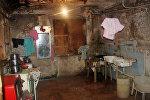 İnsanlar hamam-tualet olan otaqda yatır, yeməyi orada yeyir və evə gələn qonağı orada qəbul edirlər