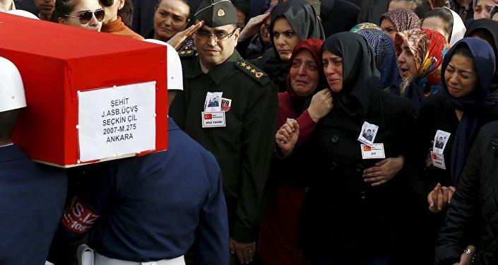 Похороны погибших во время теракта в Анкаре