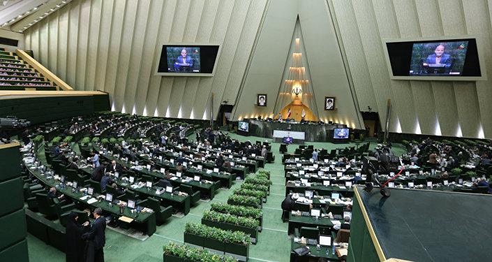 İran parlamentində yaz sessiyası