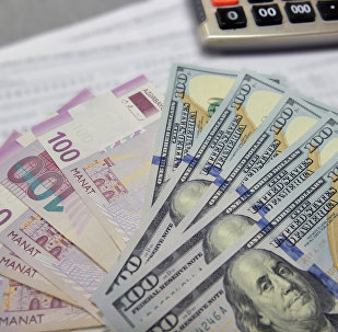 Азербайджанские манаты и доллары США