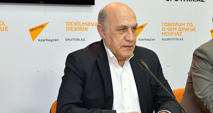 Politoloq Fikrət Sadıxov