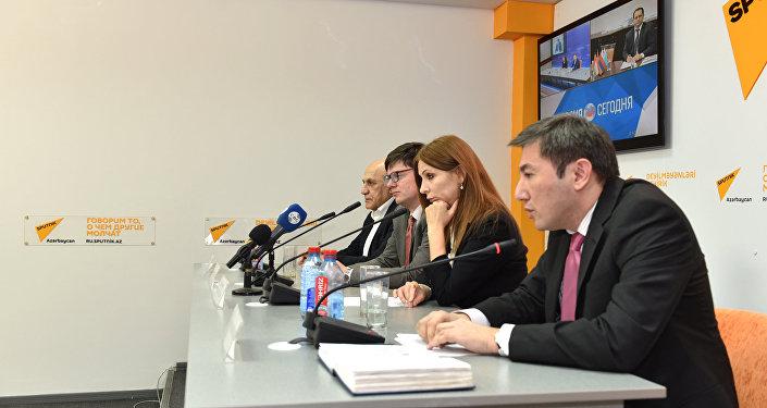 Участники видеомоста в Баку (справа налево): Ильгар Велизаде, Гюльнара Мамедзаде,  Алексей Кузнецов и Фикрет Садыхов