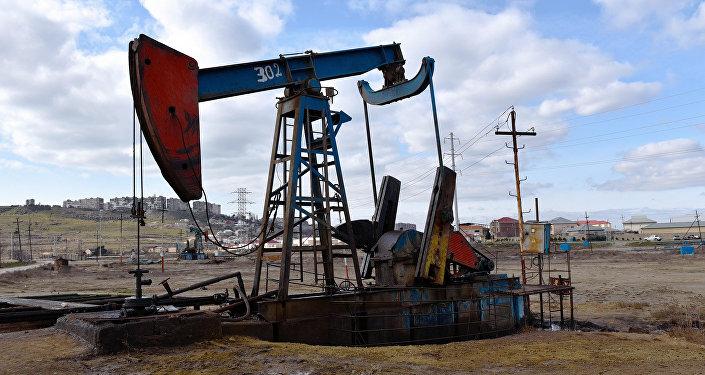 Нефтяной насос в Сураханском районе Баку, фото из архива