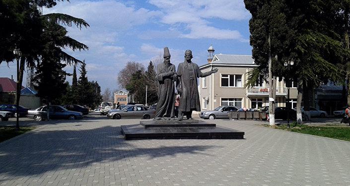 Molla Pənah Vaqifin və Molla Vəli Vidadinin heykəlləri