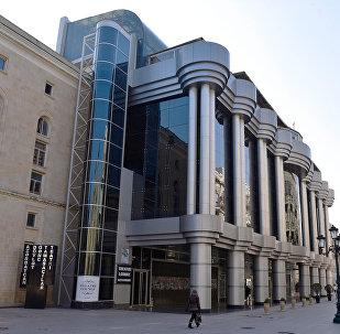Здание Азербайджанского государственного театра юного зрителя в Баку