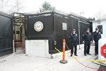 Турецкие полицейские у посольства США в Анкаре