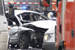 Поврежденный в результате взрыва автомобиль на Бисмаркштрассе в Берлине