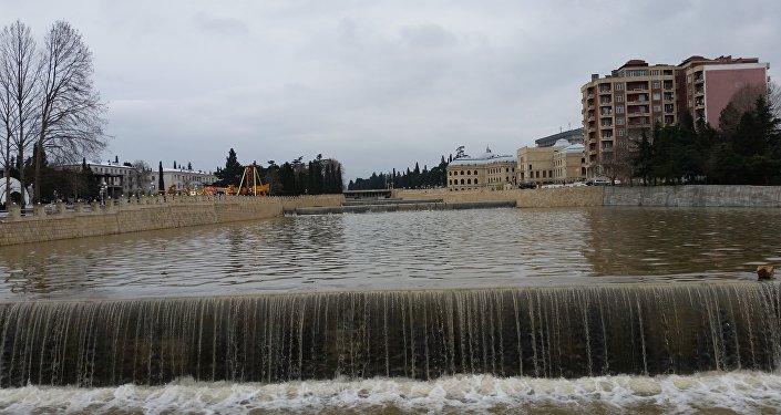 Sahilində yeni bulvar massivi salınmış Gəncə çayı