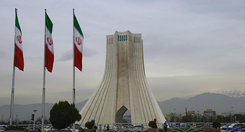Башня Азади, построенная на одноименной площади в Тегеране, фото из архива