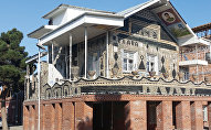 Бутылочный дом в Гяндже