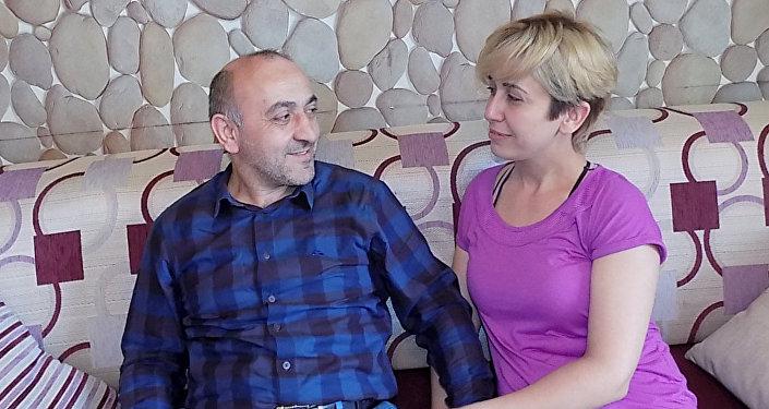 Ayhanla Nigar 2005-ci ildə tanış olmuşdular.  Ayhan Nigarın işlədiyi şirkətin rəhbəri olub