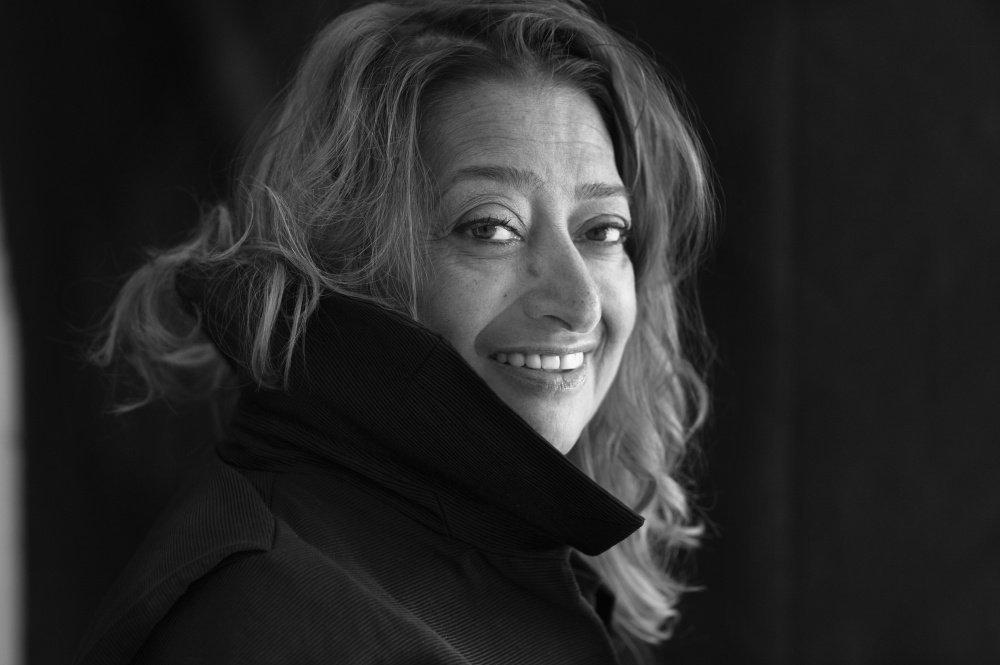 Заха Хадид — выдающийся архитектор современности, представительница деконструктивизма. В 2004 году стала первой в истории женщиной-архитектором, награждённой Притцкеровской премией. Дама-Командор ордена Британской империи.