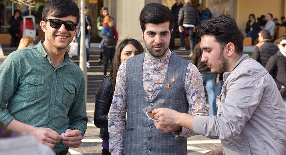 Акция подари улыбку в Баку