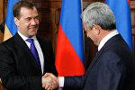 Председатель правительства РФ Дмитрий Медведев во время встречи с  Сержем Саргсяном. Архивное фото