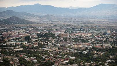 Вид на оккупированный Арменией город Ханкенди