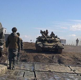 Инженерные войска дают дорогу