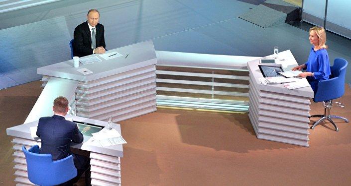 Rusiya prezidenti Vladimir Putin Rusiya vətəndaşlarının illik müraciətləri əsasında onlarla canlı bağlantı qurub