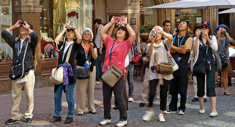 Əcnəbi turistlər