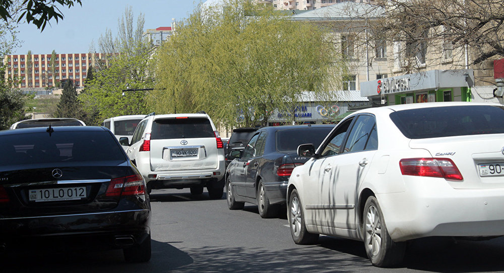 Автомобильная пробка на улице Б.Вагабзаде в Баку