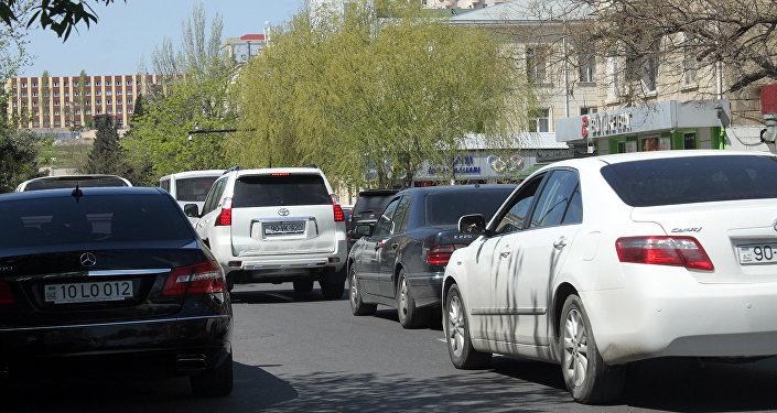 Хаотичный паркинг является главной причиной таких пробок