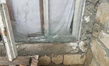 Поврежденное в результате артобстрела здание в городе Агдам