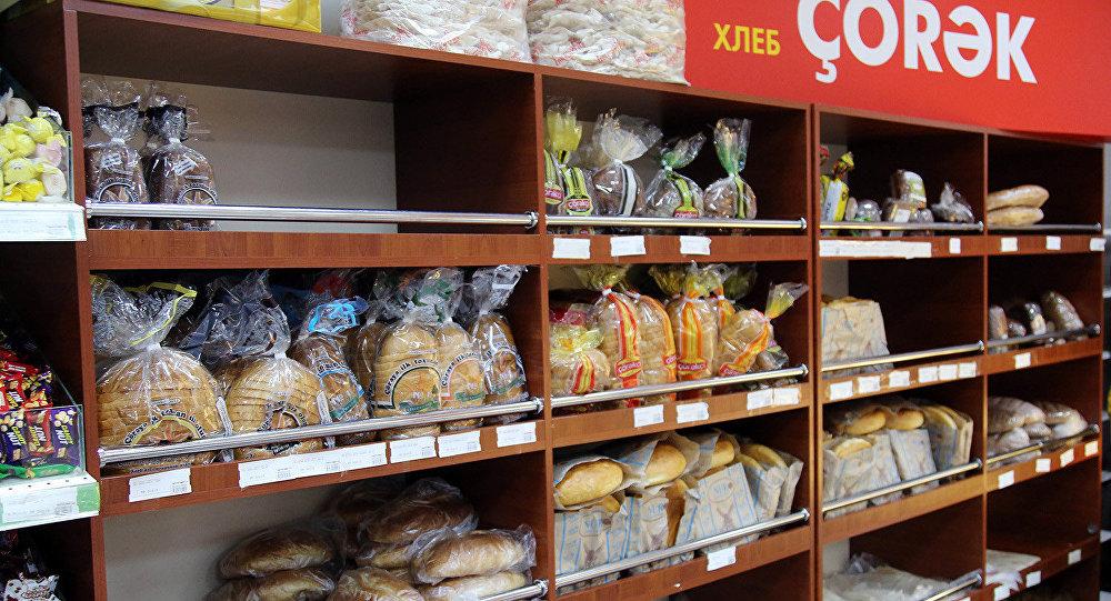 Хлебобулочный отдел в одном из бакинских магазинов. Архивное фото