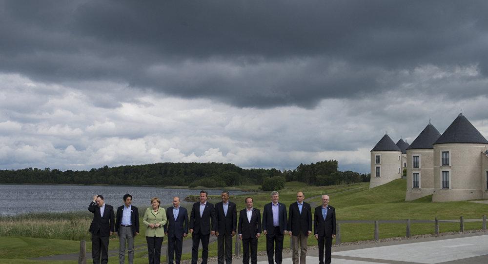 Церемония совместного фотографирования участников саммита G8