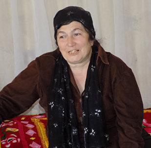 Мать Талеха Малахат ханум