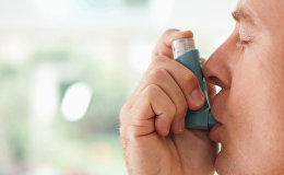 Человек, страдающий астмой. Архивное фото