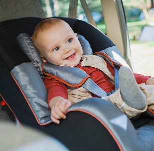 Младенец в детском автокресле. Архивное фото