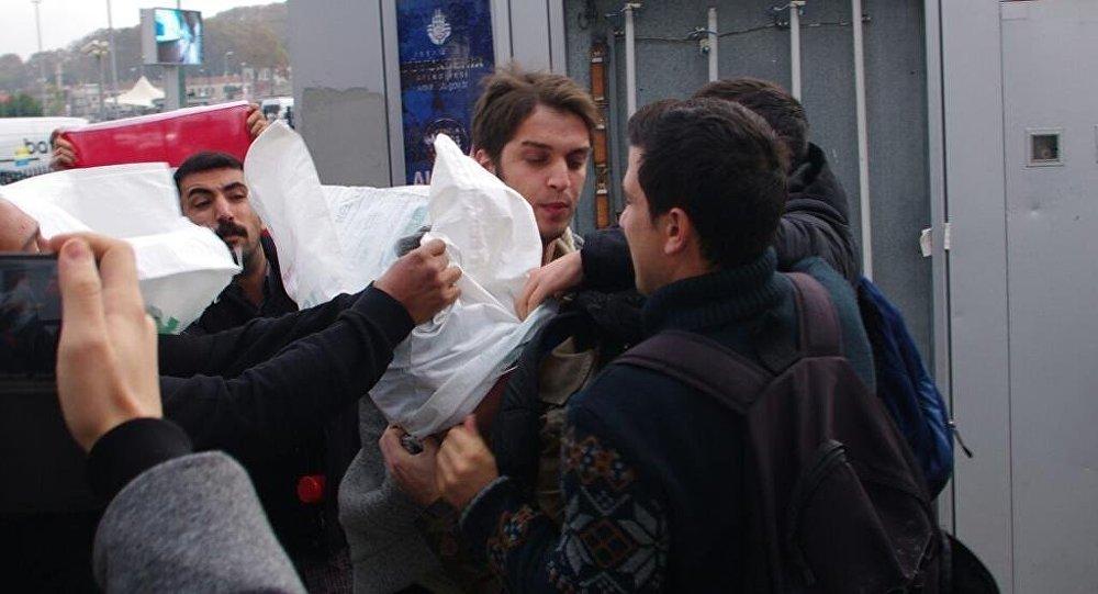 2014-cü ildə Türkiyə Gənclik Birliyinin üzvləri İstanbulda ABŞ əsgərlərinin başına çuval keçirmişdilər