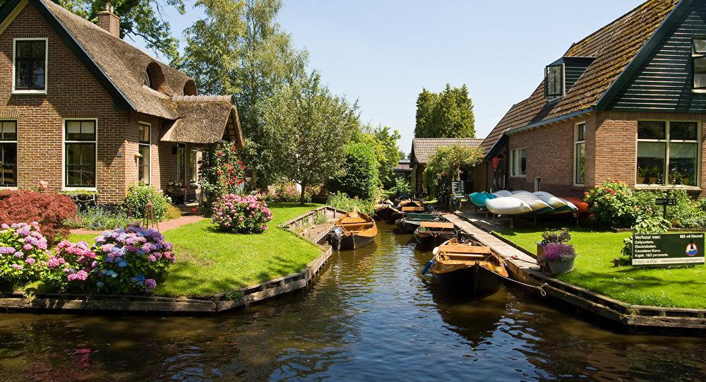 Hollandiyanın Overijssel əyalətində yerləşən Giethoorn kəndi
