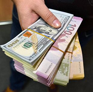 Dollar və manat