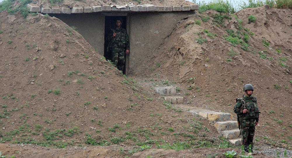 Азербайджанские военнослужащие на боевом посту. Архивное фото