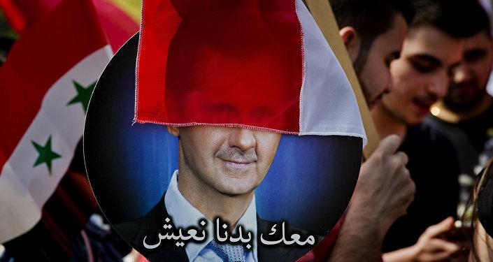 Плакат с изображением президента Сирии Башара Асада