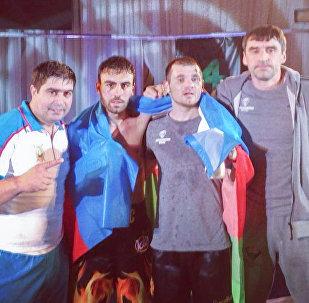 Зохраб Азимов (второй слева) и Зураб Фароян (третий слева)