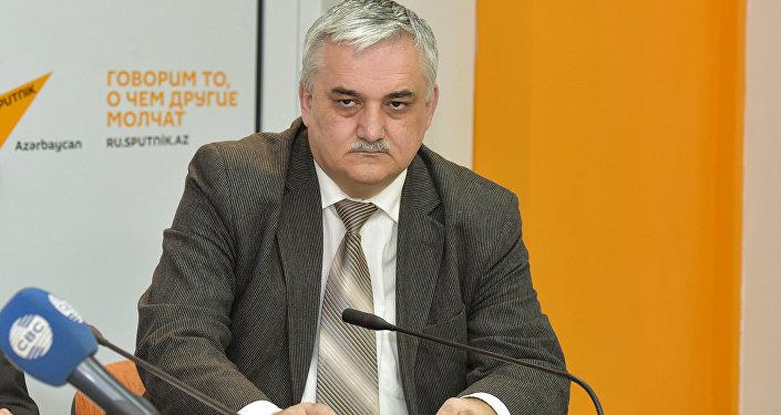 Fuad Əlizadə, iqtisadçı-ekspert