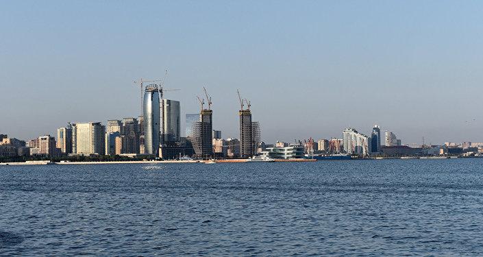 Вид на Баку с бульвара Белый город