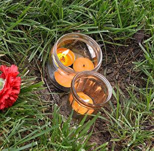 Бакинцы приходят почтить память погибших в страшном пожаре год назад