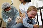 Прививка малыша в детской поликлинике, архивное фото