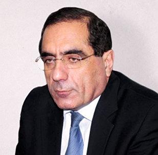 Qabil Hüseynli, politoloq