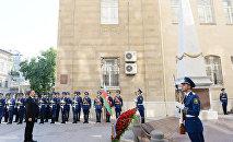 Ильхам Алиев посетил памятник, воздвигнутый в честь Азербайджанской Демократической Республики