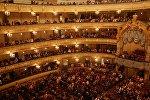 Loja və teatr səhnəsi