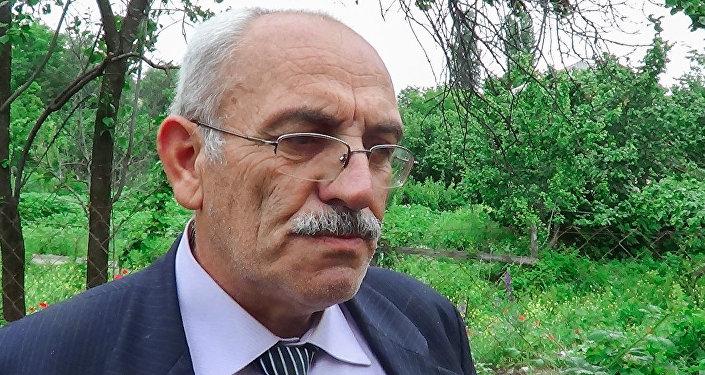 Hil kənd tam orta məktəbinin tədris işləri üzrə direktor müavini Abdulşirin Orucəliyev