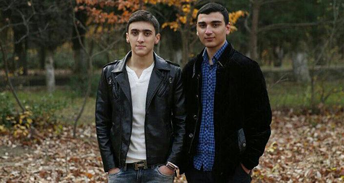 Natiq dostu ilə
