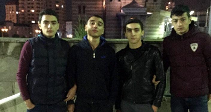 Natiq dostları ilə