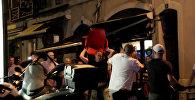 СПУТНИК_Английские и российские футбольные фанаты подрались в Марселе. Кадры инцидента