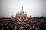 Фейерверк над Шанхайским Диснейлендом во время церемонии открытия